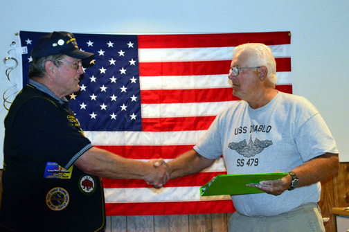 Ted Rotzoll receives Holland Club Award from Crash Dive Base Commander Clayton Hill